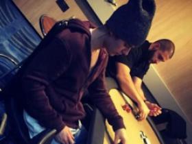 贾斯汀·比伯被人发现在伦敦帝国赌场打低注额德州扑克