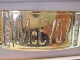 蜗牛扑克名人堂成员Tom McEvoy出售个人1983年WSOP主赛事金手链