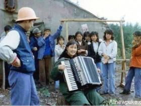 蜗牛扑克:刘晓庆晒33年前演出旧照 满脸胶原蛋白