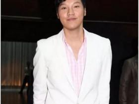 【蜗牛扑克】娱乐圈第一个宣布出柜并结婚的男星,身家30亿却甘做配角多年!