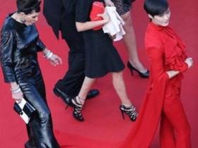 """【蜗牛扑克】女星在红毯上的尴尬瞬间,李宇春被踩裙摆,杨幂被""""劝离"""""""