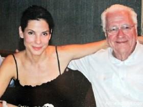 【蜗牛扑克】奥斯卡影后桑德拉的父亲去世 离世时家人在旁守候