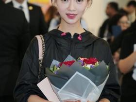 """【蜗牛扑克】""""傅恒""""与""""魏璎珞""""的演员许凯与吴谨言抵达香港机场 人气超旺"""