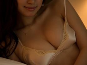 【蜗牛扑克】「无菌大小姐」寺田御子纯白肌肤透出诱人曲线
