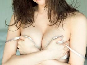 【蜗牛扑克】金融OL模特儿松川佑依子最后写真 纤腰美乳极限解放