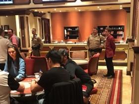 【蜗牛扑克】百乐宫扑克室再次被抢,一名警官受伤,罪犯抢救无效死亡!