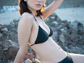 【蜗牛扑克】小野乃乃香以可爱样子 雪白美乳吸引粉丝目光