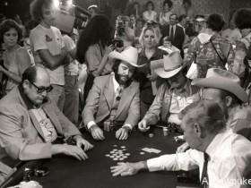 【蜗牛扑克】赛场中的另一种存在:WSOP首位御用摄影师Ulvis Alberts眼中的扑克历程(下)