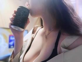 【蜗牛扑克】美女工程师小嗨 低胸紧身巨乳呼之欲出