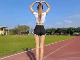 【蜗牛扑克】纤瘦美女正妹大长腿逆天 性感身材前凸后翘