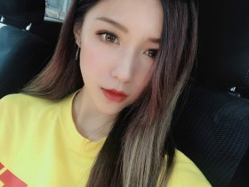 【蜗牛扑克】香港IG正妹Nicole Liu 闺房自拍秀性感大长腿
