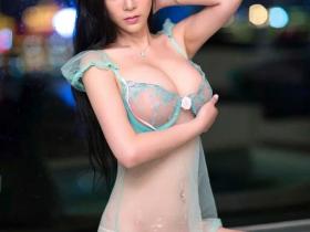【蜗牛扑克】性感美女透视装前凸后翘 夏日男人们的春色福利