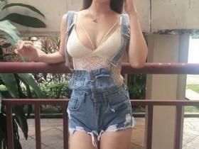 【蜗牛扑克】胸器妹乳量惊人 欧派身材前凸后翘