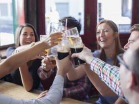 【蜗牛扑克】喝酒后说英语会更流利吗 科学家公开喝酒后英语会变好实验结果