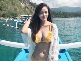 【蜗牛扑克】大马性感正妹Zacklyn Lee 巴厘岛旅游穿比基尼秀雪白美乳