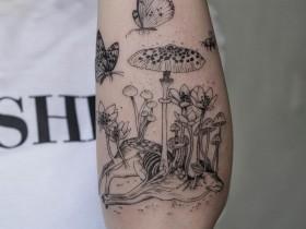 【蜗牛扑克】纹身艺术家吴金妍的黑白纹身图案 奇特设计令人毛骨悚然