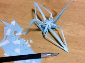 【蜗牛扑克】折纸鹤留下折痕是什么样的 神人佳作镂空纸鹤令人惊叹