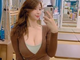 【蜗牛扑克】nade-681  韩国小妹靠上半身都是奶称号打江湖,网友:感觉比枕头还好躺