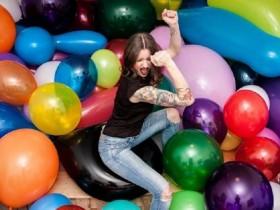 """【蜗牛扑克】""""恋物癖""""人妻喜欢与气球啪啪啪 老公被气球戴绿帽"""