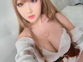 【蜗牛扑克】好丰满!越裔美籍Coser《RinnieRiot》火辣抖S想被她调教一番!