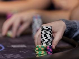 【蜗牛扑克】德州扑克中在玩得松的小注额取得最大成功的三个法则