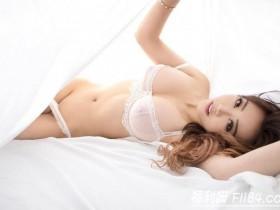 【蜗牛扑克】KittyLi:自拍无极限!奔放华裔御姐晃动胸器意图使人硬梆梆!