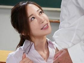 【蜗牛扑克】什么都能教的美女老师「篠田ゆう」 自己当活教材解答性爱问题