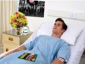 【蜗牛扑克】男子昏迷10年醒来的第一句话居然是他喜欢的牌手现状如何