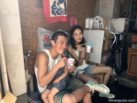 【蜗牛扑克】秦舒培一家三口日本街头吃冷饮 陈冠希寸头背心出镜