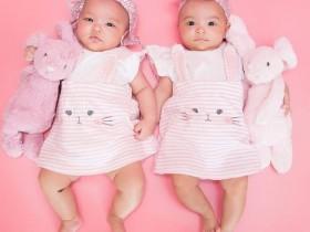 【蜗牛扑克】熊黛林晒双胞胎女儿近照 可爱大眼随爸妈