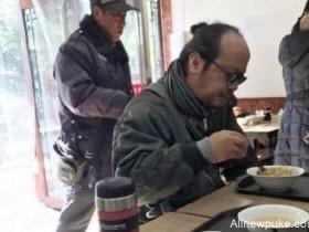 【蜗牛扑克】窦唯潦倒形象不再?在北京住四合院的人该有仙风道骨