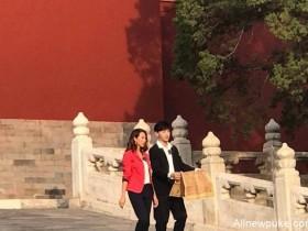 """【蜗牛扑克】邓伦蔡少芬现身故宫拍新综艺,""""得罪""""摄影师被拍成小短腿"""