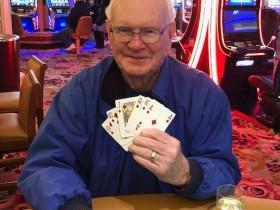 【蜗牛扑克】85岁老人五美元下注赢得百万大奖