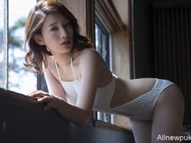 【蜗牛扑克】佐藤美希首本写真集 户外比基尼辣照满足御姐控