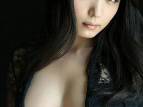 【蜗牛扑克】川村雪绘以成熟风韵及G奶 成为30代最具魅力写真女优