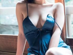 【蜗牛扑克】21岁女大学生忍野さら以成熟火辣G奶震撼写真界