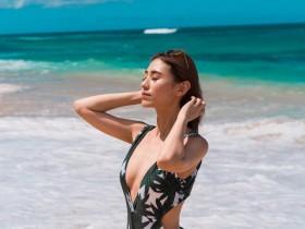 【蜗牛扑克】性感时尚正妹Youtuber Alicia Tan 三点式比基尼令人血脉喷张