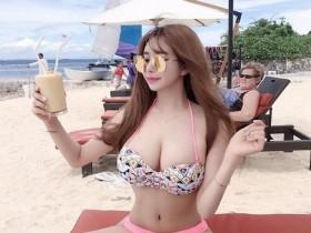 """【蜗牛扑克】23岁网红美女爱秀""""竹竿腰西瓜奶"""" 网友一面倒批实在不好看"""