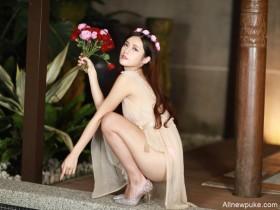 【蜗牛扑克】台湾女神正妹Vivi 性感身材凸后翘大长腿吸睛