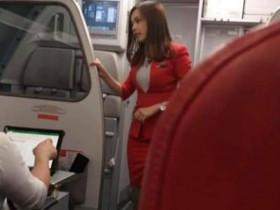 【蜗牛扑克】亚航航空空姐Mabel Goo 百变正妹被偷拍爆红全球