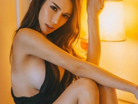 【蜗牛扑克】天桥下偷拍美女走光图 火辣DJ Jade Rasif比基尼包不住巨乳乳晕走光