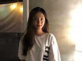 【蜗牛扑克】风景美女站立式 韩国正妹比基尼水上乐园戏水秀性感身材