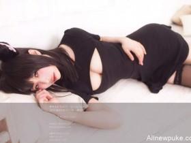 【蜗牛扑克】解开胸衣给你看的 性感妹子穿黑猫开胸衣露乳