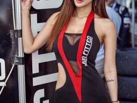 【蜗牛扑克】韩国车模尹熙星 赛车女郎性感小蛮腰诱惑人心