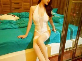 【蜗牛扑克】大长腿美女乳量惊人 粉嫩凸点若隐若现