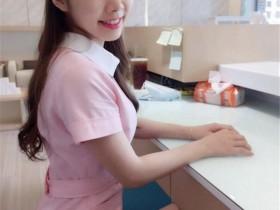 【蜗牛扑克】「台中最美牙助」粉色制服超甜美,比基尼辣照太凶网友:「看牙医都不用打麻醉啦」!