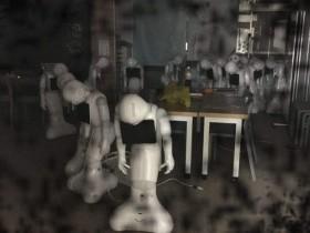 【蜗牛扑克】机器人Pepper惊声尖叫 半夜拍照令人吓到尿裤子了