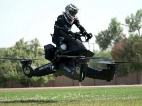【蜗牛扑克】杜拜飞天摩托车Hoverbike 飞行警车时速可达96公里威风凛凛