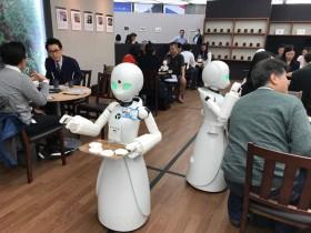 【蜗牛扑克】日本分身机器人咖啡厅 重度障碍者实现就业梦