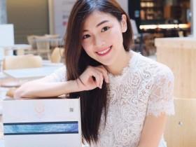【蜗牛扑克】大马长腿正妹Xiiao Yee嘉伊 与女星钟嘉欣合影颜值不输